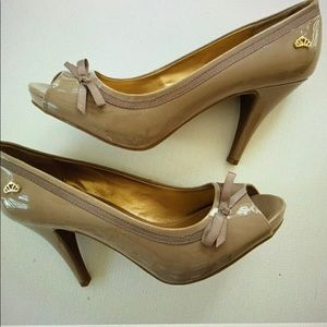 "Fergalicious Gentle 4"" tan peep toe heels 7"